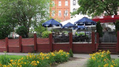 restaurant-near-waterfront